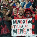 Flamengo massacra Palmeiras, quebra tabu de cinco anos e reassume liderança
