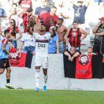Após 45 anos, Flamengo vence o Athletico em Curitiba, quebra jejum no Brasileiro e segue na liderança