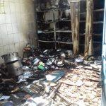 Ladrões furtam merenda e ateiam fogo em escola da cidade de Aparecida