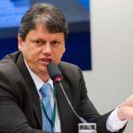 Ministro anuncia fim de taxa extra para voo internacional