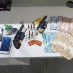 Suspeitos trocam tiros com a  PM em São Domingos e um deles acaba alvejado