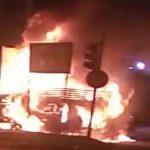 Após colidirem, caminhão e motocicleta pegam fogo na Zona Norte de Aracaju (SE)