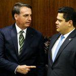 Bolsonaro é motorista de caminhão que acelera em direção a muro e não freia, diz Alcolumbre