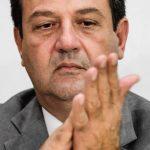 Bolsonaro ameaça, mas desiste de demitir Mandetta