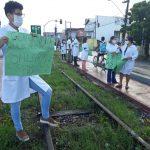 Enfermeiros fazem protesto em Aracaju