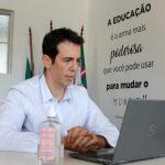 Após pressões, Jair Bolsonaro teria desistido de Renato Feder para o MEC