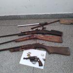 Polícia Civil prende suspeito por posse ilegal de arma de fogo e apreende adolescente em Simão Dias