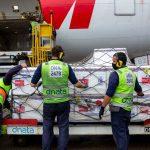 Fiocruz e Butantan preveem entregar 27 milhões de doses em abril, mesmo sem receber novos lotes de insumos importados