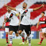 Vasco encerra tabu, derrota Flamengo e segue vivo no Carioca
